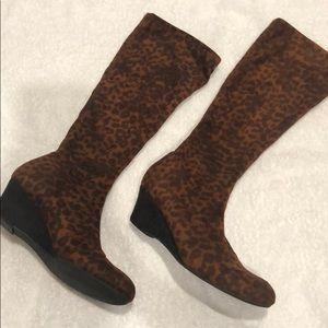 Leopard color boots